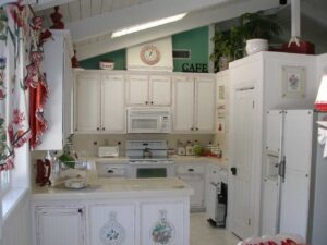 Holdover kitchen in between original and farmhouse kitchen remodel